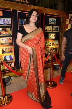 Indian Actress Charmi In Red Saree At Sakshi Excellence Awards Indian Film Actress, South Indian Actress, Indian Actresses, Black Saree, Red Saree, Indian Designer Sarees, Indian Sarees, Beautiful Girl Indian, Beautiful Indian Actress