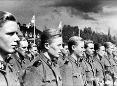 """Finnisches Freiwilligenbataillon der Waffen-SS (5. SS-Panzer-Division """"Wiking"""") in Tampere, Finnland, 1943"""