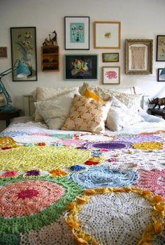 cocha feita a partir da união de vários paninhos de crochet