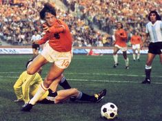 Johan Cruyff: The Master of Total Football Who Changed Everything Cristiano Ronaldo Number, Fifa, Ruud Gullit, Xavi Hernandez, Bobby Charlton, Football Tournament, You'll Never Walk Alone, Ac Milan, One Team