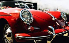 Klasik kırmızı araba