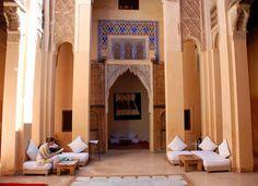 Un salon de thé calme et tranquille où faire une pause au coeur de la médina de #Marrakech ► Dar Cherifa