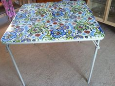 Recover card table with laminated fabric! Recycling Furniture, Funky Furniture, Outdoor Furniture, Project Ideas, Craft Ideas, Laminate Furniture, Laminated Fabric, Outdoor Tables, Outdoor Decor