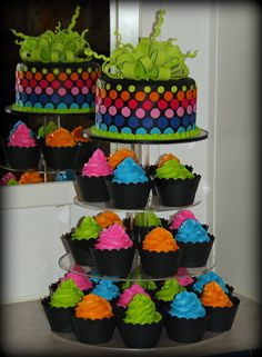 Birthday Cakes - neon cake and cupcake tower. Neon Cupcakes, Cupcake Party, Party Cakes, Cupcake Cakes, Cupcake Wrappers, Baby Girl Birthday Cake, Sweet 16 Birthday, 13th Birthday Cakes, Dance Birthday Cake