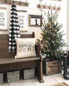 #weihnachtsbaumschmücken Christmas Entryway, Wood Christmas Tree, Farmhouse Christmas Decor, Rustic Christmas, Christmas Home, Christmas Lights, Christmas Ideas, Holiday Ideas, Christmas Pictures