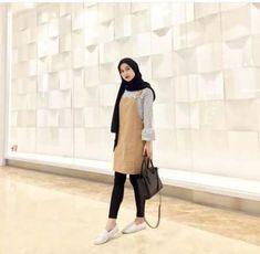 39 Ideas fashion hijab inspiration street styles Source by hijab Modern Hijab Fashion, Trendy Fashion, Fashion Outfits, Style Fashion, 1940s Fashion, Dress Fashion, Men Fashion, Stylish Outfits, Fall Fashion