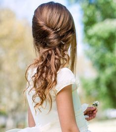Wedding Hairstyles - Cute and smart hairstyles for school going girls are a new trend these days. Smart Hairstyles, Girls School Hairstyles, Easy Hairstyles For Medium Hair, Cool Haircuts, Twist Hairstyles, Natural Hairstyles, Cute Kids Hairstyles, Teenage Hairstyles, Latest Hairstyles