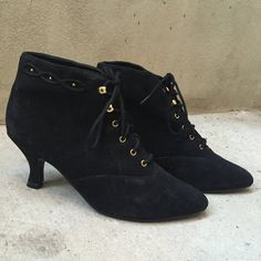 Vintage black faux suede leather VEGAN lace up gold studded studs granny Victorian heel heeled ankle boots booties 9