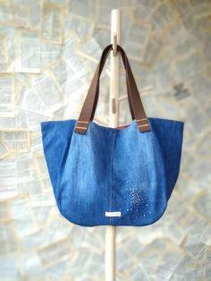 Denim Tote Bags, Diy Tote Bag, Denim Purse, Library Bag, Diy Bags Purses, Denim Ideas, Diaper Bag, Recycled Denim, Leather Purses