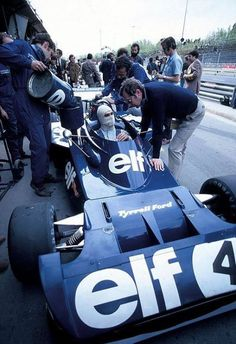 François Cervert & Derek Gardner, Tyrrel 006 All Credit to the Photographer/Owner🎥 _______________________________________________ Sport Cars, Race Cars, Motor Sport, F1 Wallpaper Hd, Jochen Rindt, Gilles Villeneuve, Ford, Formula 1 Car, F1 Drivers