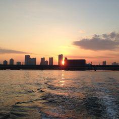 夢の島マリーナ近くの運河から見えた夕焼けです。 加工しなくても綺麗です!