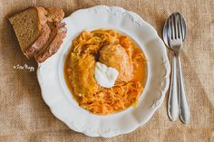 Hungarian cuisine is world-famous for a reason. This post will help you decide what to try in Budapest. Prepare your stretchy pants and your tastebuds! Hungarian Cuisine, Hungarian Recipes, Recipe Page Printable, Vegas, Beef And Potatoes, Food Tasting, Fish Dishes, Eating Habits, Tofu