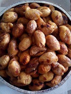 ΣΥΚΑ ΓΕΜΙΣΤΑ ΜΕ ΚΑΡΥΔΙΑ - ΜΠΑΧΑΡΙΚΑ ΚΑΙ ΖΑΧΑΡΙ ΣΤΟ ΦΟΥΡΝΟ Cypriot Food, Yams, Baking Tips, Pretzel Bites, Sweets, Bread, Vegan, Recipes, Gummi Candy