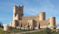 CASTLES OF SPAIN - Castillo de La Atalaya, Villena, Alicante. Fue construido por los árabes, fuentes árabes ya lo mencionan en el año 1172. Fue una importante plaza fuerte de los musulmanes, y muestra de su robustez es que las tropas de Jaime I tuvieron que asediarlo tres veces para conseguir tomarlo, finalmente, en 1240.