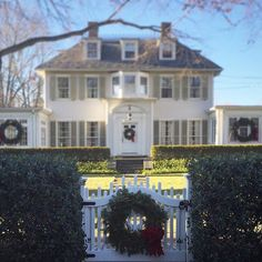 Wreaths, tinsel, and festive #holidaylights make #Connecticut all the more…