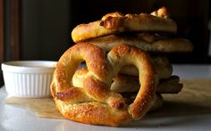 I'm kind of a soft pretzel addict.this is supposed to be an auntie anne's copycat recipe Homemade Pretzels, Pretzels Recipe, Soft Pretzels, Baked Pretzels, Great Recipes, Snack Recipes, Cooking Recipes, Favorite Recipes, Snacks