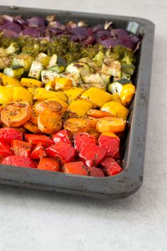 These oil free rainbow roasted vegetables are so delicious, healthy, low in fat and easy to make. It's one of my favorite side dish recipes! Vegan Recipes Beginner, Recipes For Beginners, Vegetarian Recipes, Healthy Recipes, Vegetarian Grilling, Healthy Grilling, Whole Food Recipes, Cooking Recipes, Clean Eating