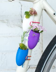 Cute: Little 3-D Printed Flower Vases For Your Bicycle | Geekologie