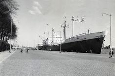 April 1958 aan de Parkkade te Rotterdam ALKES  Eigenaar Van Nievelt, Goudriaan & Co.'s  Stoomvaart Maatschappij N.V.  http://vervlogentijden.blogspot.nl/2015/02/elke-dag-een-nederlands-schip-uit-het_22.html