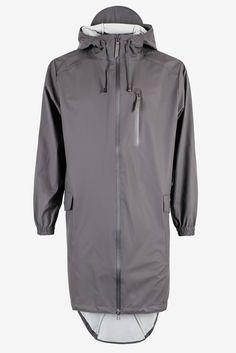 Nieuwe modellen RAINS regenjassen, poncho's - èn tassen! - nu in de winkel.  #RAINS #regenkleding #MHOOM