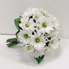 Learn tips and tricks of designing bridal bouquets, corsages, boutonnieres, centerpieces and large church decorations. Buy wholesale flowers and discounted florist supplies Daisy Bouquet Wedding, Prom Bouquet, Broach Bouquet, Prom Flowers, Diy Wedding Flowers, Wedding Motiff, Wedding Decorations, Church Decorations, Marie