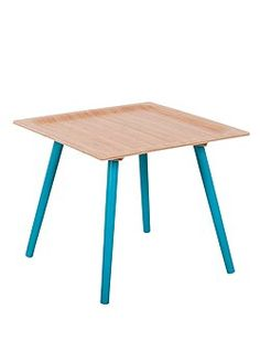 Beistelltisch Beistelltische aus Bambus in zwei unterschiedlichen Größen. Der kleine Tisch ist in den Farben grau und blau, der Größere in weiß erhältlich.