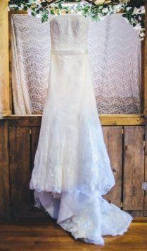 Simplicity. #christinawu #happilyeverafter #realbride #wedding #weddingdress