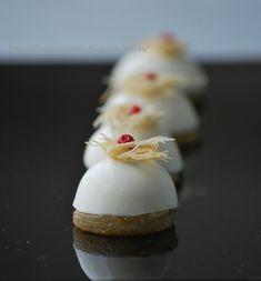 Bombón de Panna Cotta de queso Stilton y pera.
