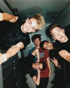 I'm scared that Zach or Corbyn are gonna fall on Dani and Jonah then they are all gonna collapses on top of Jack 😂 😂 ❤️❤️ Jack Avery, Corbyn Besson, Zach Herron, Future Boyfriend, Future Husband, Pop Americano, Why Dont We Imagines, Why Dont We Band, Jonah Marais