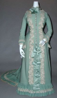 1890 tea gown