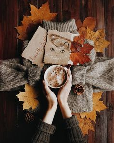 Autumn tea time Source by chiipie Autumn Tea, Autumn Cozy, Hello Autumn, Autumn Leaves, Autumn Coffee, Autumn Rain, Book And Coffee, Coffee Pics, Imagen Natural