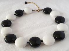 Plastic Jewelry, Beaded Bracelets, Black And White, Vintage, Collection, Fashion, Moda, Black N White, Fashion Styles