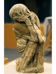 The most famous screaming mummy is Unknown Man E, an Egyptian mummy found in 1886, who could be the murderous son of Ramses III. Another is even more shocking, with its hands covering its face in apparent terror; it was among the remains of the Chachapoya Indians of Peru.