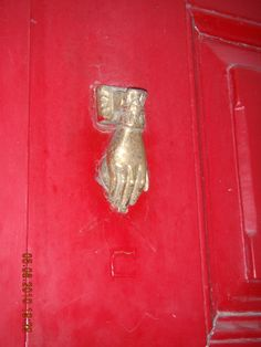 Llamador mano dorada s/puerta roja Oporto