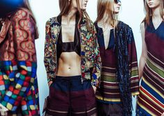 En backstage du défilé Dries Van Noten printemps-été 2015 http://www.vogue.fr/mode/inspirations/diaporama/fwpe2015-en-backstage-du-defile-dries-van-noten-printemps-ete-2015/20486/image/1086705#!5