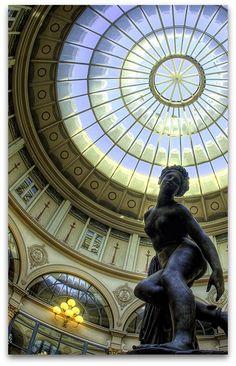 Eurydice Eurydice piquée par un serpent, passage Colbert, Paris, France