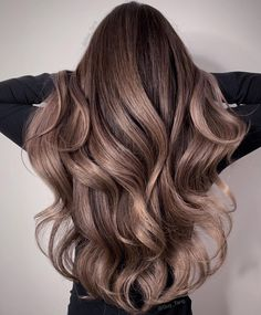 Long Wavy Ash-Brown Balayage - 20 Light Brown Hair Color Ideas for Your New Look - The Trending Hairstyle Balayage Hair Blonde, Brown Blonde Hair, Ombre Hair, Guy Tang Balayage, Balayage Highlights, Color Highlights, Cool Brown Hair, Light Brown Hair, Types Of Brown Hair