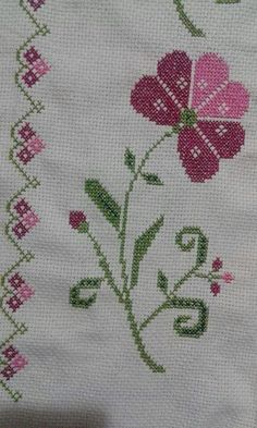 This Pin was discovered by Eli Cross Stitch Alphabet, Simple Cross Stitch, Cross Stitch Flowers, Cross Stitch Embroidery, Easy Crochet Patterns, Baby Knitting Patterns, Cross Stitch Designs, Cross Stitch Patterns, Diy Bordados
