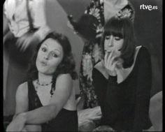 1977 - Arxiu de TVE Catalunya - Taller de comèdies - Agressió - Agressió és una obra de teatre escrita per Núria Serrahima i realitzada per a la televisió per Orestes Lara. Emesa dins el programa Taller de comèdies, explica el cas de quatre dones que decideixen donar una lliçó feminista als homes. Per això, escullen a un d'ells i organitzen un joc en un còctel perquè quedi clar el seu masclisme.Interpretada per Núria Duran, Marta Angelat, Pepa Arenós, Carme Sansa, Josep Torrents, Adolf Bras.