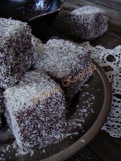 BLOGKONYHA: KLASSZIKUS KÓKUSZKOCKA Hungarian Desserts, Hungarian Recipes, Hungarian Food, Cake & Co, Taste Buds, Sweet Recipes, Sweets, Cheese, Cookies