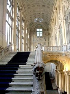 Turin - Palazzo Madama - This reminds me of palace steps guests would walk down. Beautiful Architecture, Beautiful Buildings, Art And Architecture, Versailles, Italian Baroque, Turin Italy, Stairway To Heaven, Grand Staircase, Northern Italy