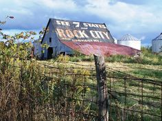 """""""See 7 States from ROCK CITY atop Lookout Mt.-- I love seeing these barns along the interstate #ridecolorfully"""""""