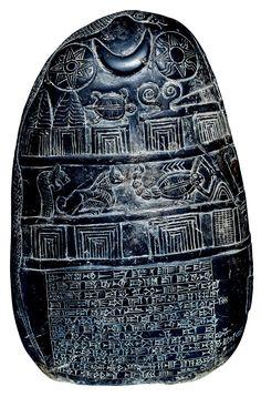 Los kudurrus, palabra que en acadio significa «límite», eran unas grandes estelas de piedra en las que se registraban donaciones de terrenos. El kudurru aquí reproducido, que se conserva en el Museo Británico, data de esa época y en él se inscribe un contrato de entrega de tierras. Para darle validez, se cita a varios testigos divinos, representados con sus símbolos. El texto contiene asimismo maldiciones para quien ignore, destruya o se lleve el kudurru.