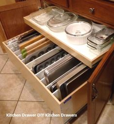 59 smart kitchen cabinet organization ideas кухня хранение п Smart Kitchen, Tidy Kitchen, Diy Kitchen Storage, Kitchen Cabinet Organization, Kitchen Drawers, Kitchen Tops, Cheap Kitchen, New Kitchen, Storage Organization