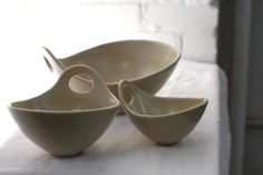 Serving Bowls - Natural Cream Speckle Wave Bowl with Handle - Nesting Bowls