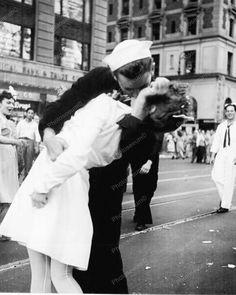 Sailor Kisses The War Goodbye 1940s 8x10 Reprint Of Old Photo