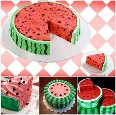 Kolorowy tort arbuzowy