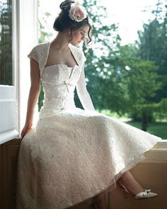 Vintage Short Wedding Dress | Match your Bridal Hair Styles to Your Dress | Bridal Hair Ideas