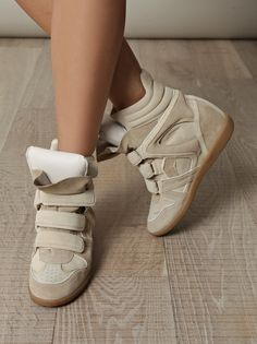 Cream wedge trainer