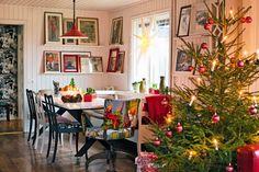 Keltainen talo rannalla: Värikäs joulukoti